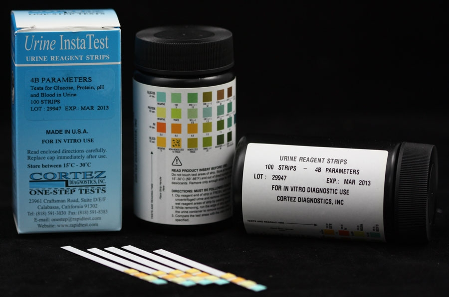 Blood glucose testing with reagent strip